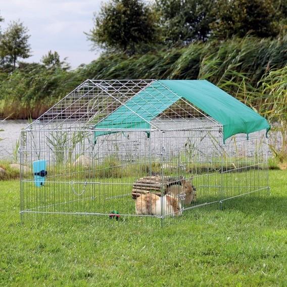 Enclos ext rieur avec toit en pignon et filet fin de for Fin de serie carrelage exterieur