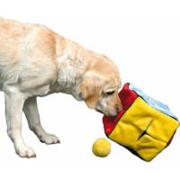 Cube avec 4 jouets balle