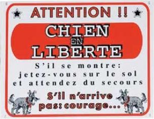 """Panneau dissuasif avec inscription """"Attention : chien en liberté"""""""