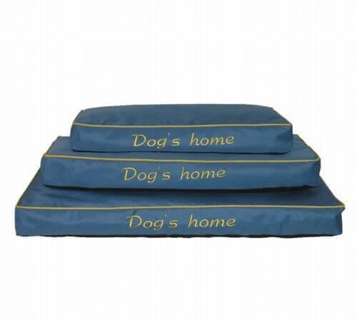 quadratische matratze dog 39 s home in blau kissen und teppiche. Black Bedroom Furniture Sets. Home Design Ideas