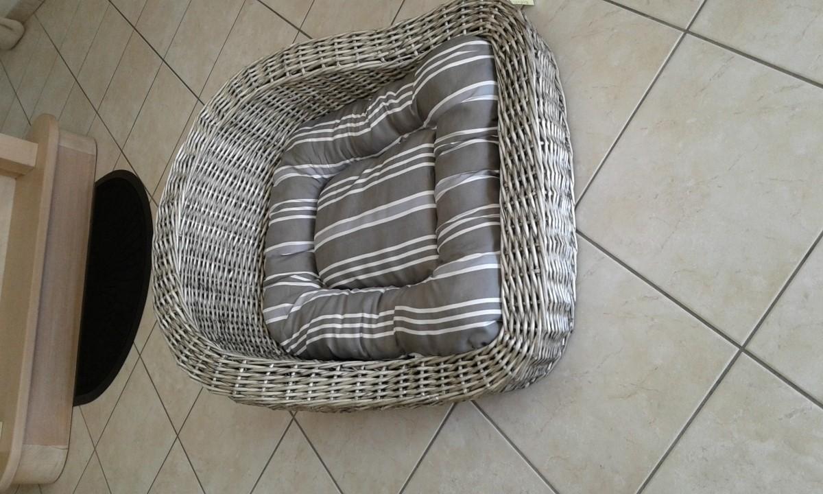 canap pour chien en rotin. Black Bedroom Furniture Sets. Home Design Ideas