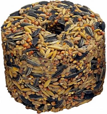 Futterzylinder mit Körnern und Getreide