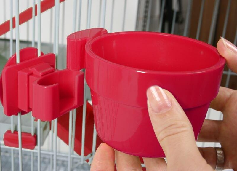 Mangeoire plastique avec fixation rouge