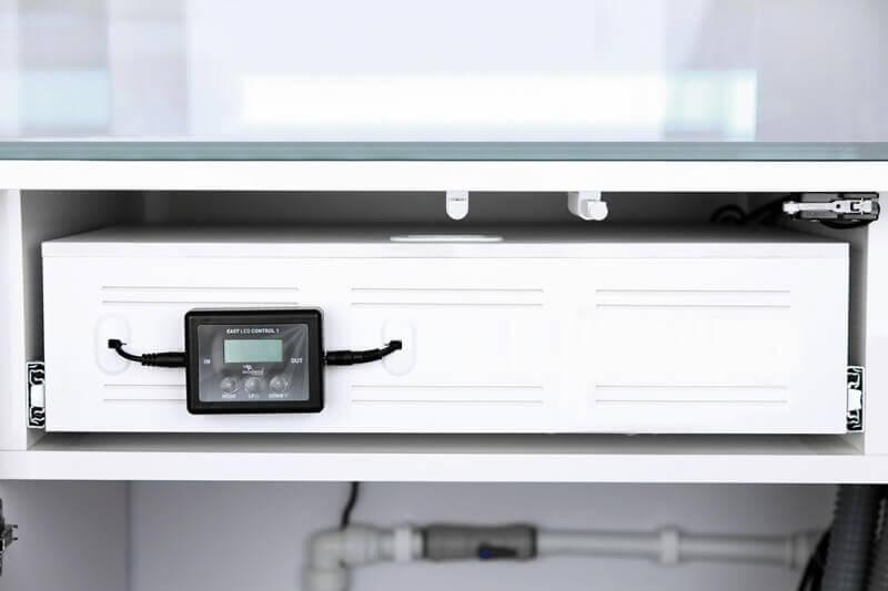 ensemble aquarium eau de mer meuble ultra clear tout quip blanc laqu aquarium et meuble. Black Bedroom Furniture Sets. Home Design Ideas
