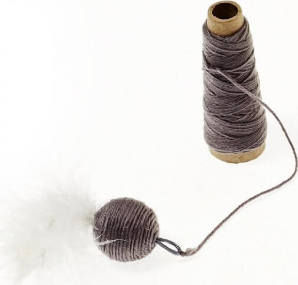 Bobine de laine et balle
