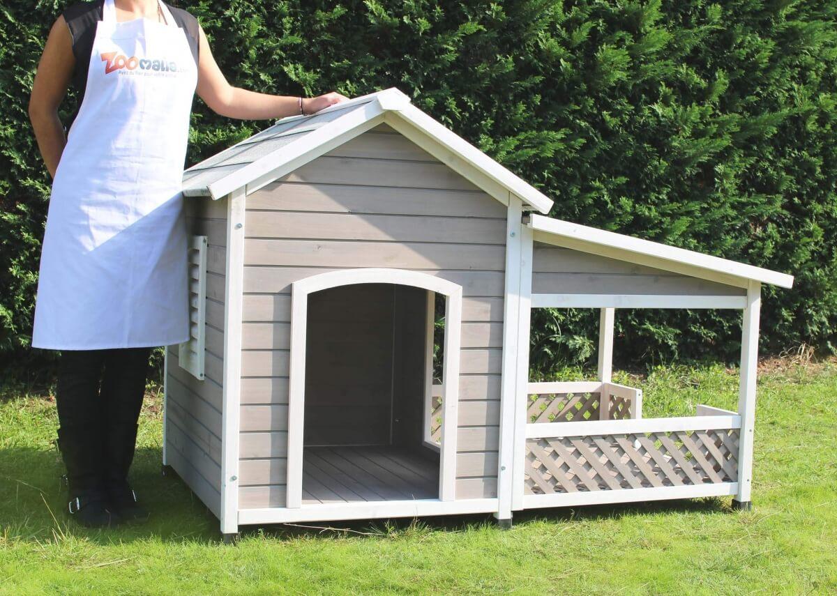 Niche en bois avec terrasse pour grand chien zolia falco for Niche exterieur chat