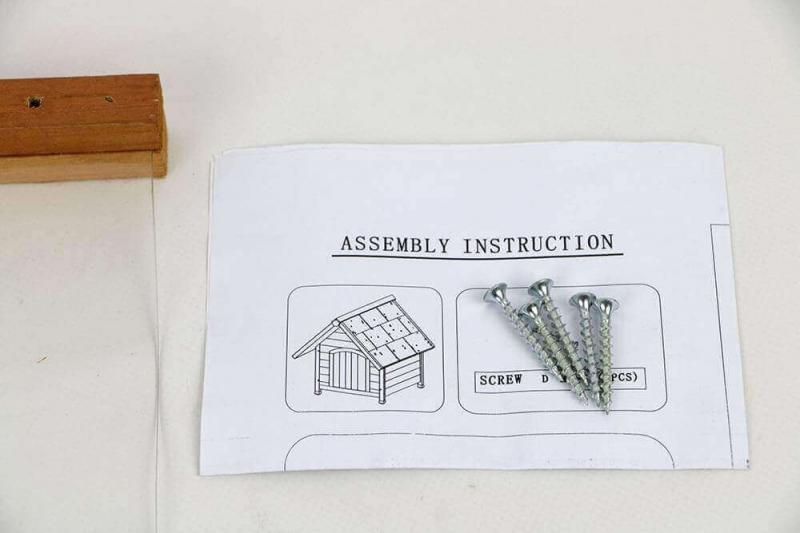 Porte plastique pour niche AKIRA à toit pentu