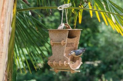 Le Tête à Tête des oiseaux mangeoire en liège à suspendre