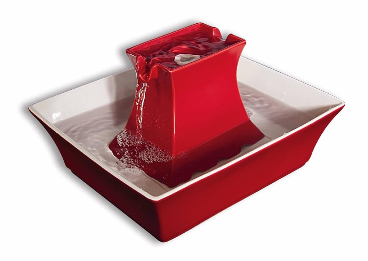 fontaine drinkwell pagoda rouge ou grise pour chien et chat fontaine eau et distributeur d 39 eau. Black Bedroom Furniture Sets. Home Design Ideas