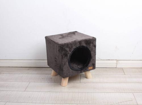 arbre chats pilotis moderne avec griffoir arbre chat. Black Bedroom Furniture Sets. Home Design Ideas