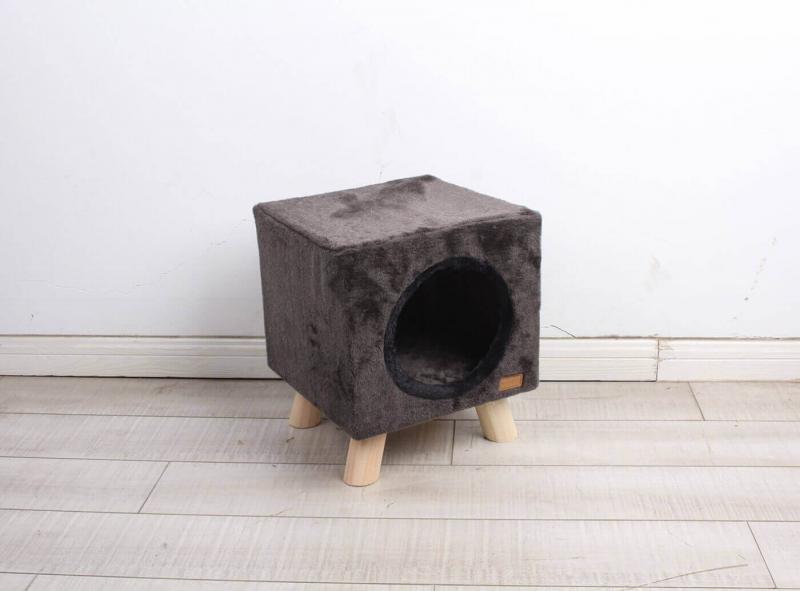 arbre chats pilotis moderne avec griffoir. Black Bedroom Furniture Sets. Home Design Ideas