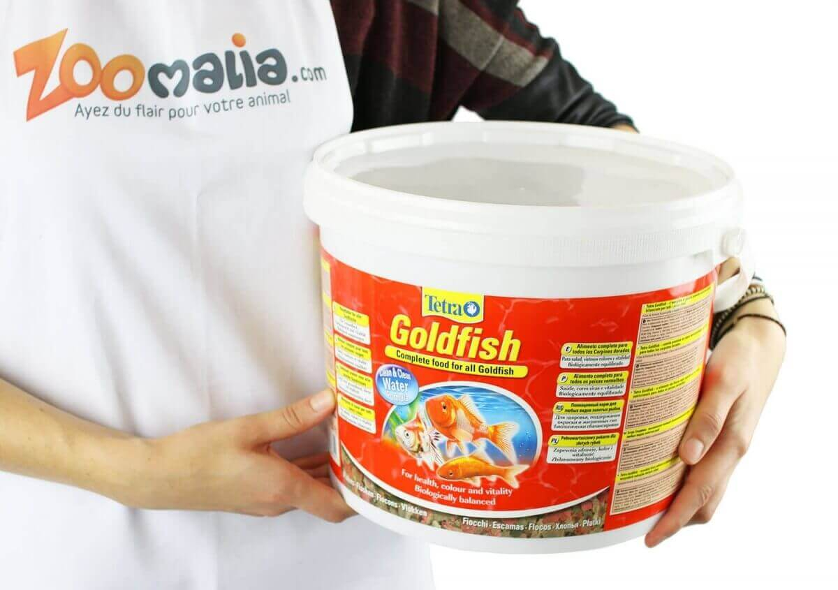 Tetra goldfish copos para peces de colores de 100ml for Comida de peces