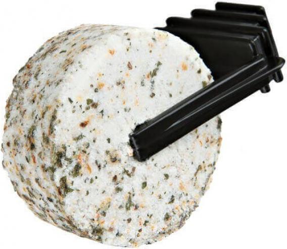 Salzstein für Nagetiere, mit Gräsern